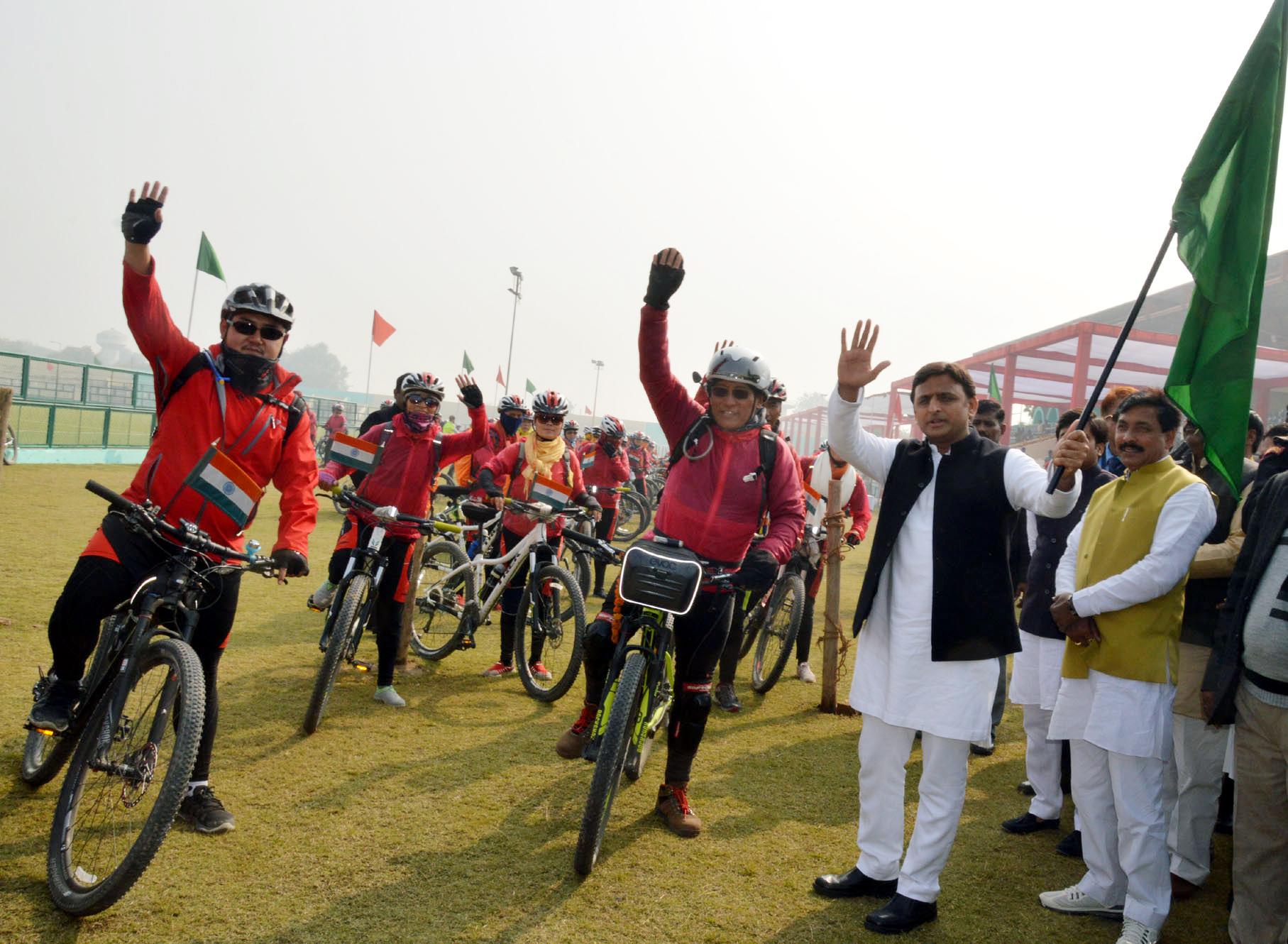 Akhilesh Yadav in Saifai, Flags-Off Cycle Rally - Dynamite News