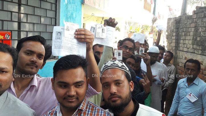 लोकतंत्र के महापर्व में भाग लेने पहुंचे मतदाता
