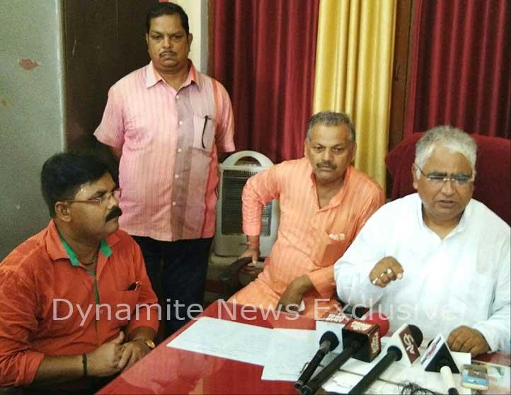 पत्रकारों से रुबरु होते विहिप काशी प्रांत के संगठन मंत्री ने अम्बरीश जी