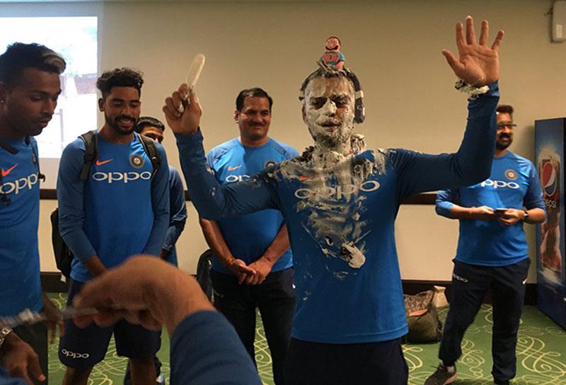 Virat Kohli celebrates birthday with teammates - Dynamite News