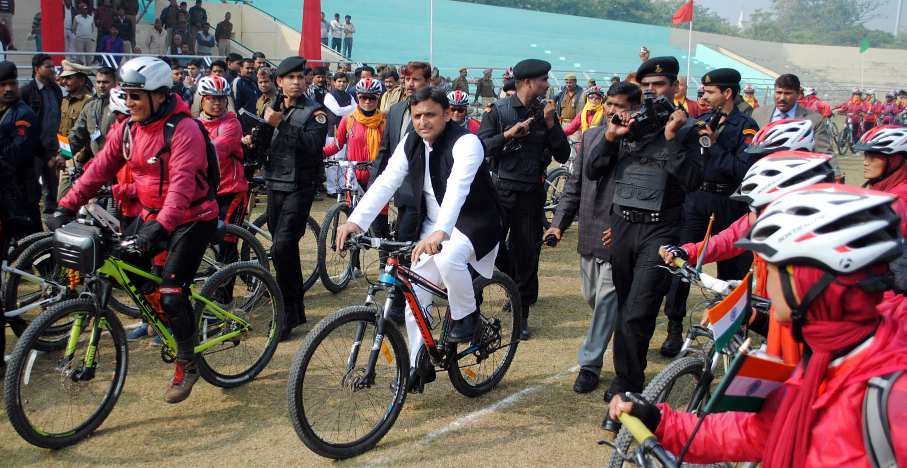 Akhilesh Yadav in Saifai, Flags-Off Cycle Rally - Dynamite News