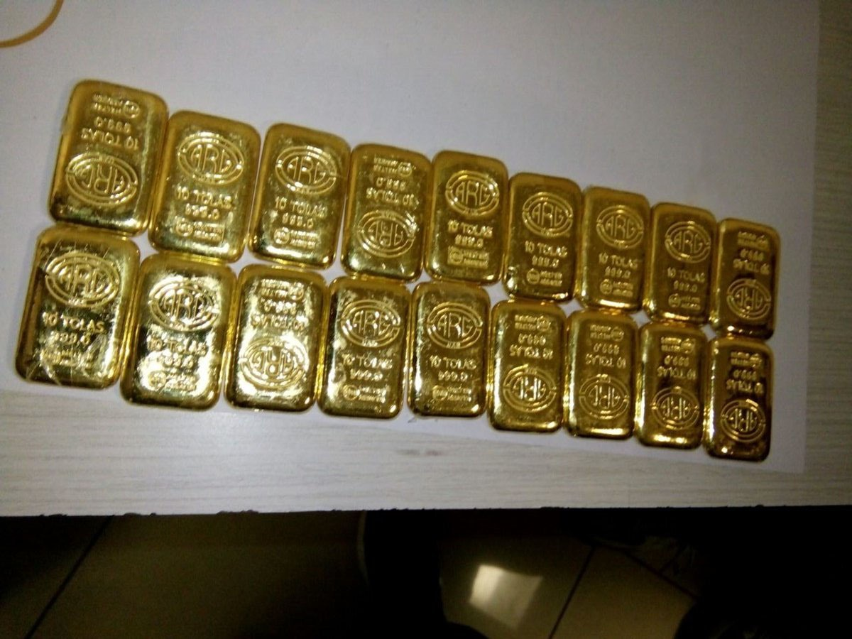 Air Intelligence Unit of the Mumbai seized 18 gold bars with worth Rs. 54, 67, 924