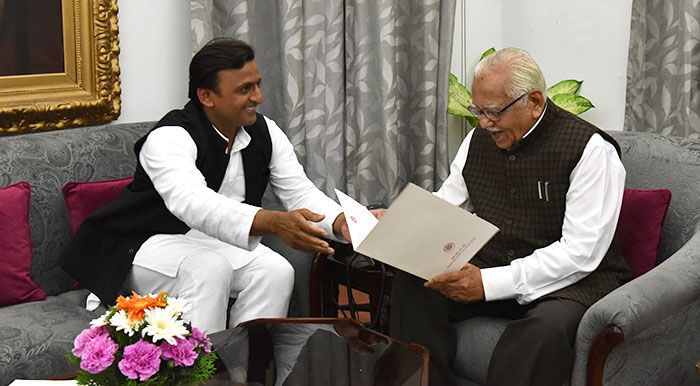 Akhilesh Yadav submits his resignation to governor Ram Naik