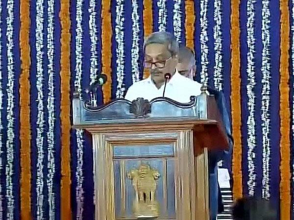 Manohar Parrikar takes oath as Goa CM