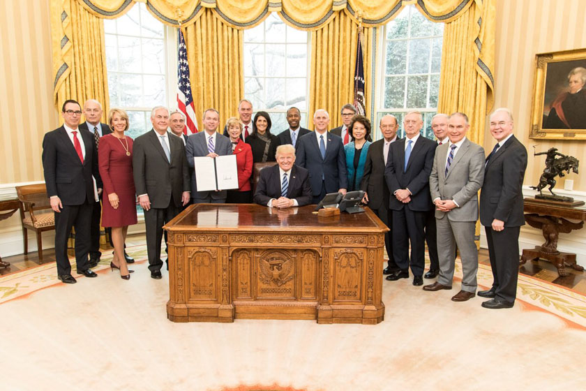 US President Donald trump with his Cabinet