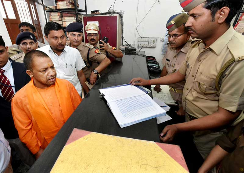 Along with DGP, UP CM Yogi Adityanath reaches Hazratganj police station (Lucknow) for inspection