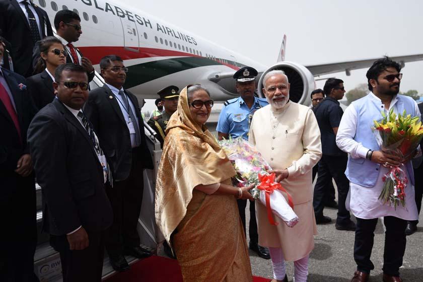 Prime Minister Narendra Modi receiving Bangladesh Prime Minister Sheikh Hasina