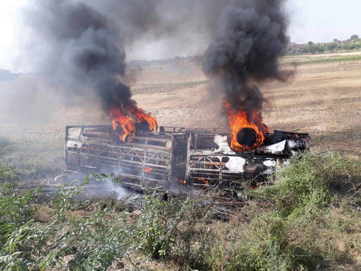 4 dead, 15 injured after a bus caught fire
