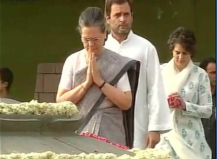 Sonia Gandhi paid tribute to the late prime minister Rajiv Gandhi