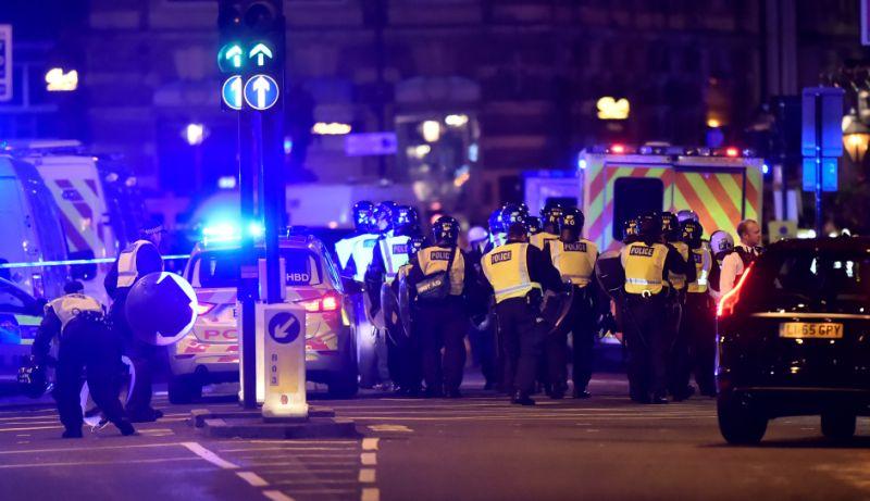 London terror attacks: police enter bar at London Bridge
