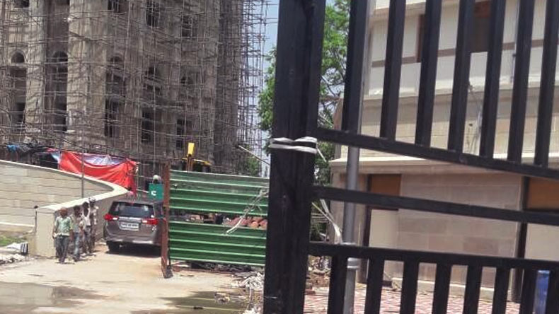 A girl died after being crushed under a gate of Lok Bhavan