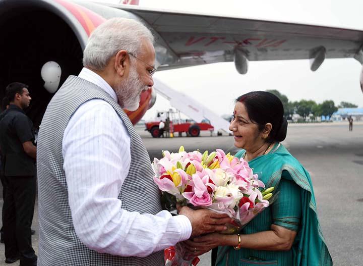 EAM Sushma Swaraj welcomes Prime Minister Narendra Modi