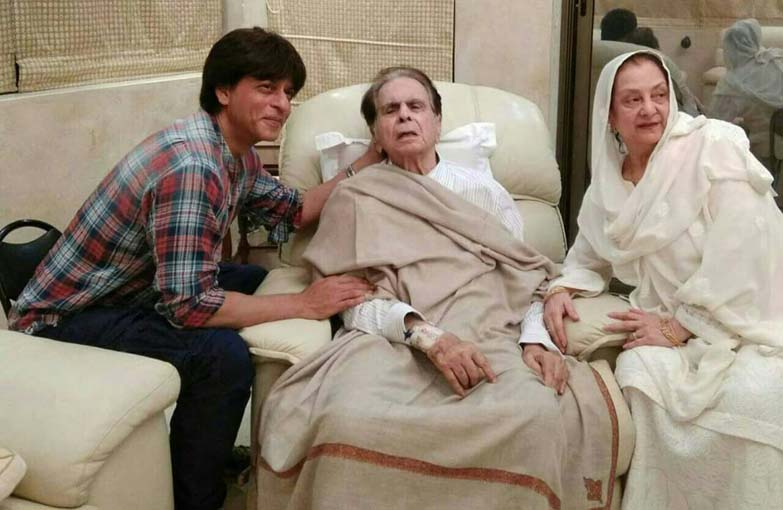 Shahrukh Khan with Dilip Kumar and his wife