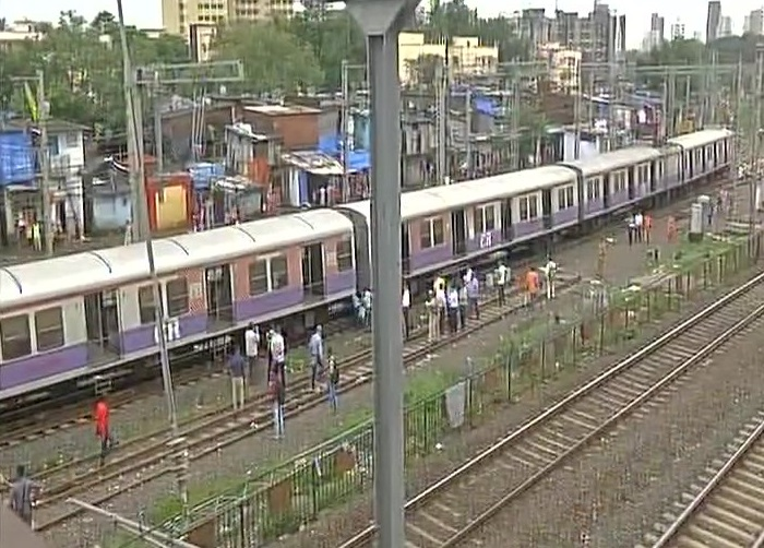Four front coaches of Suburban CST-Andheri local train derailed