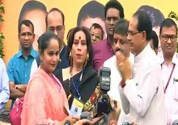 Madhya Pradesh Chief Minister Shivraj Singh Chouhan inaugurated the first community toilet for this stratum in Mangalwara