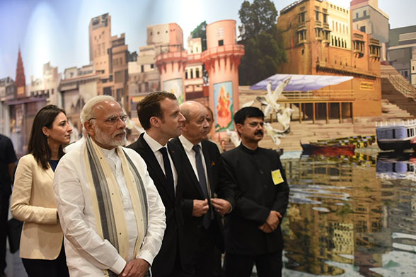 PM Modi, French President at Deendayal Hastkala Sankul