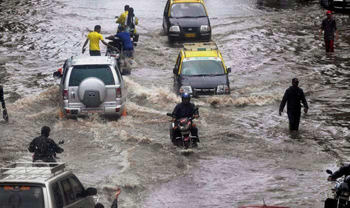 Heavy rain lashed Mumbai city causing water-logging