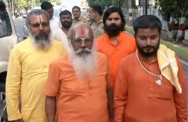 The group of priests  who met Uttar Pradesh Chief Minister Yogi Adityanath