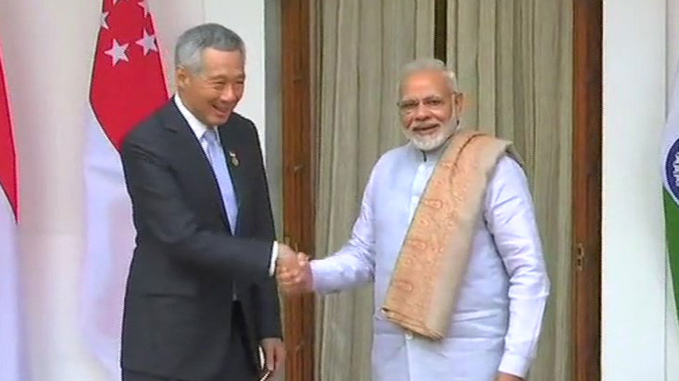Prime Minister Narendra Modi with  Singapore PM Lee Hsien Loong