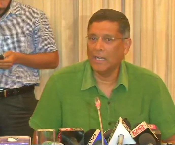 Chief Economic Advisor Arvind Subramanian addressing a press conference