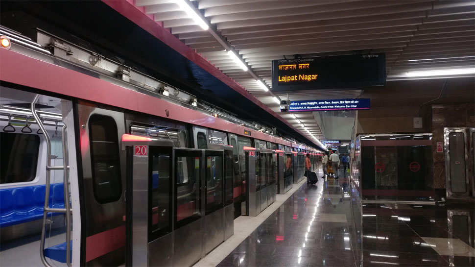 A view of the pink line metro