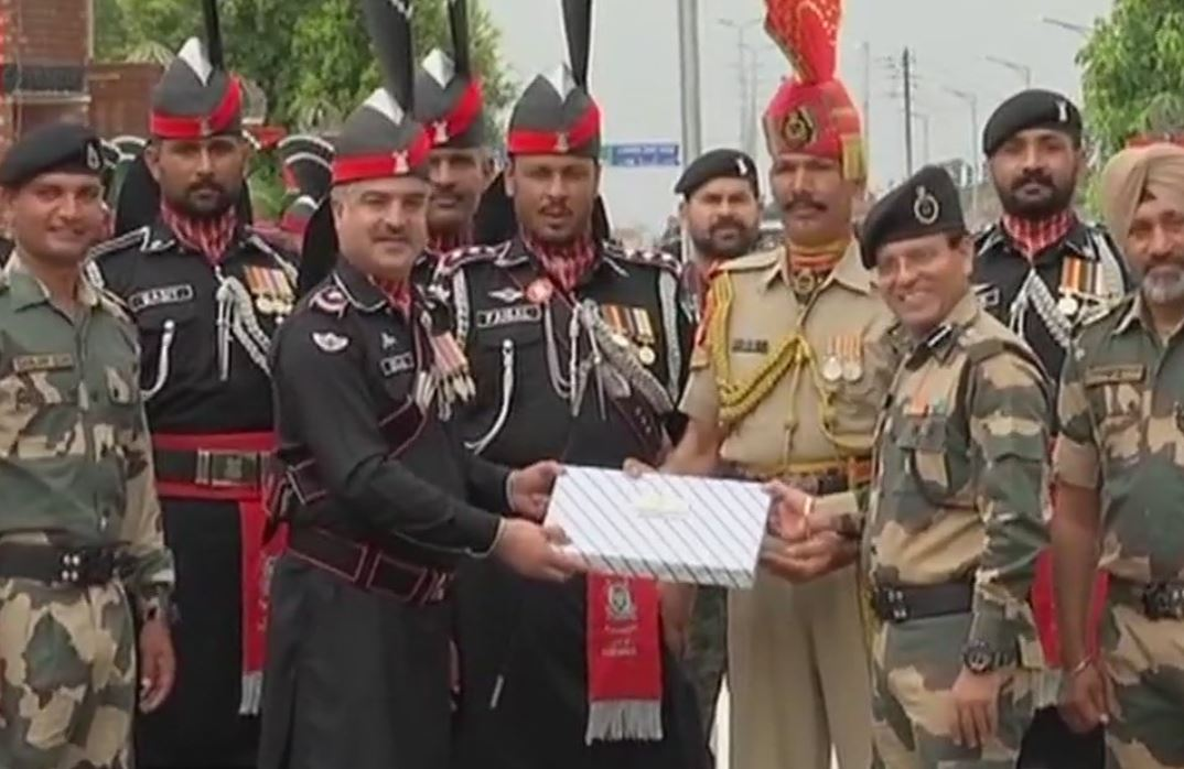 Sweet exchange at Attari-Wagah border on Pakistan Independence Day