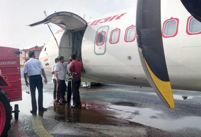 First passenger flight lands at Kochi Navy Base