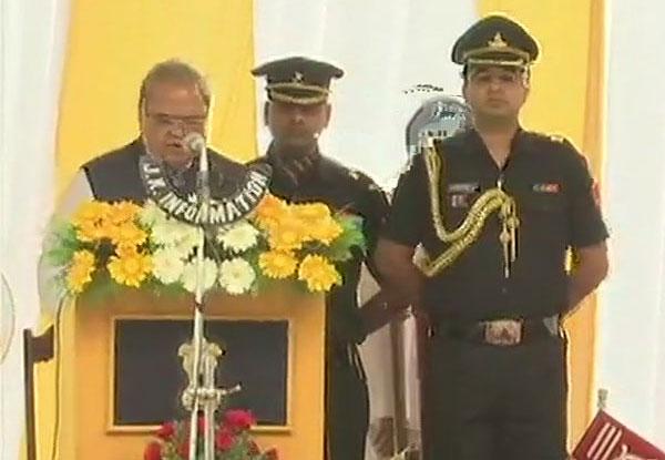 Satya Pal Malik is taking oath