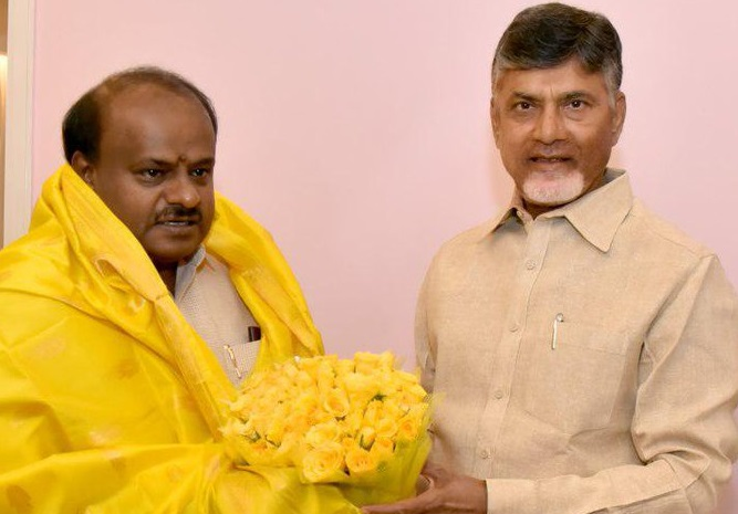 Andhra Pradesh Chief Minister N Chandrababu Naidu with Karnataka Chief Minister H D Kumaraswamy