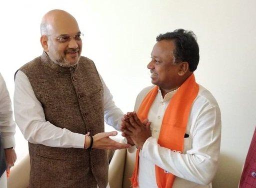 Congress MLA Ramdayal Uike with BJP President Amit Shah