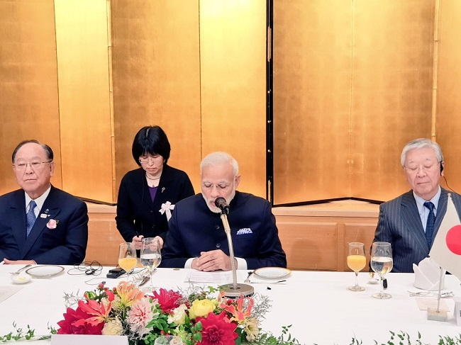 Prime Minister Narendra Modi interacting with top business leaders from India and Japan