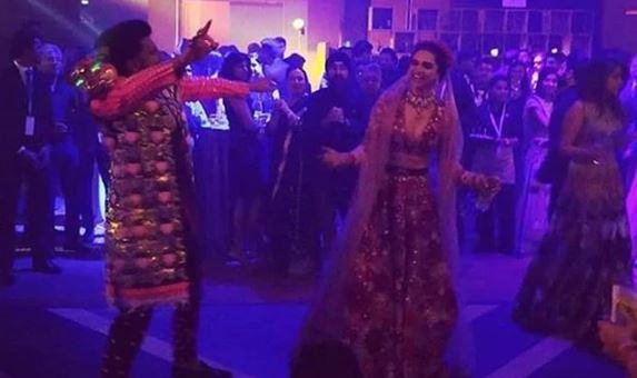 Deepika Padukone and Ranveer Singh dancing in their Mumbai bash