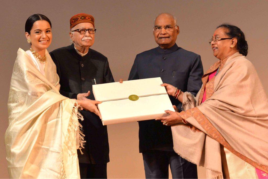 President Ram Nath Kovind  felicitates cast of 'Manikarnika'