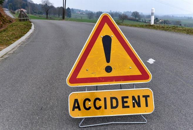 2 killed, 4 injured as car hits road divider in Thane - Dynamite News