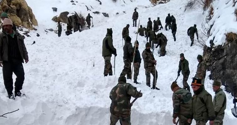 Operations to rescue Jawans buried by Himachal Pradesh