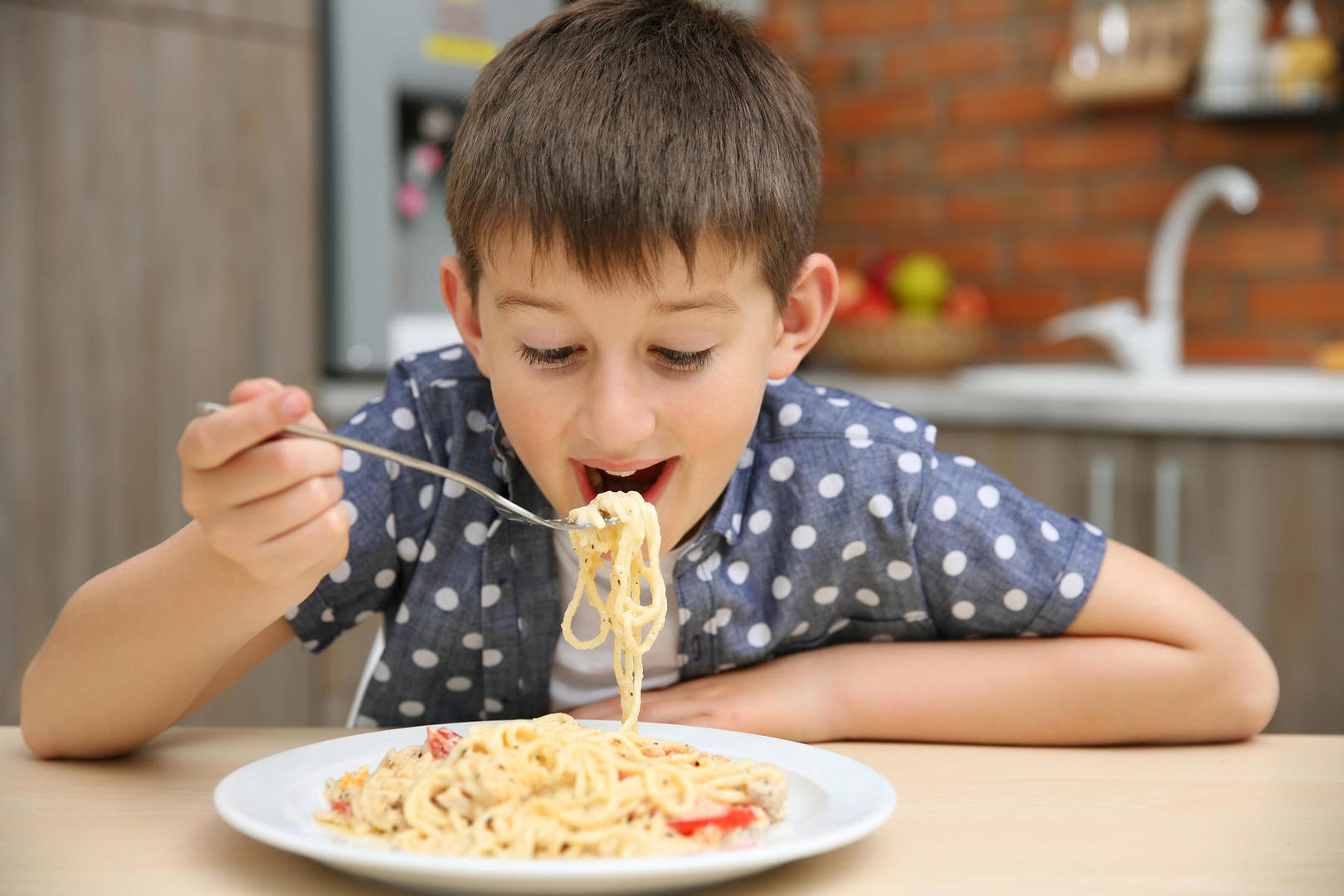 Endorsements by vloggers increase kids unhealthy food intake