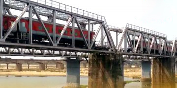 Bogies Of Bhubaneswar-Delhi Rajdhani Express Uncouple On Kathajodi Bridge