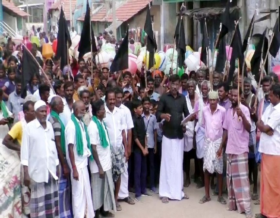 Residents of village in Tamil Nadu protest against the Lok Sabha Polls due to lack of basic amenities in their village