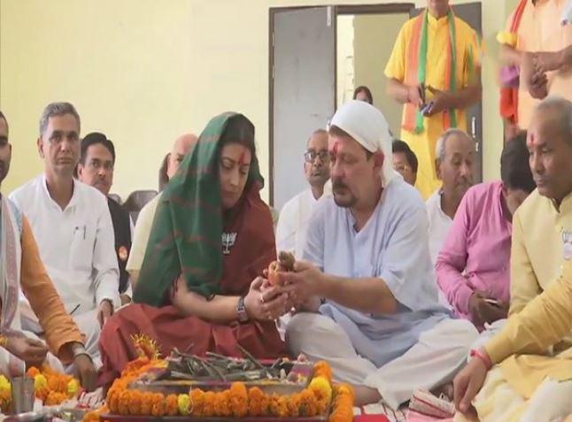 BJP leader Smriti Irani performing 'puja' along with her husband Zubin Irani