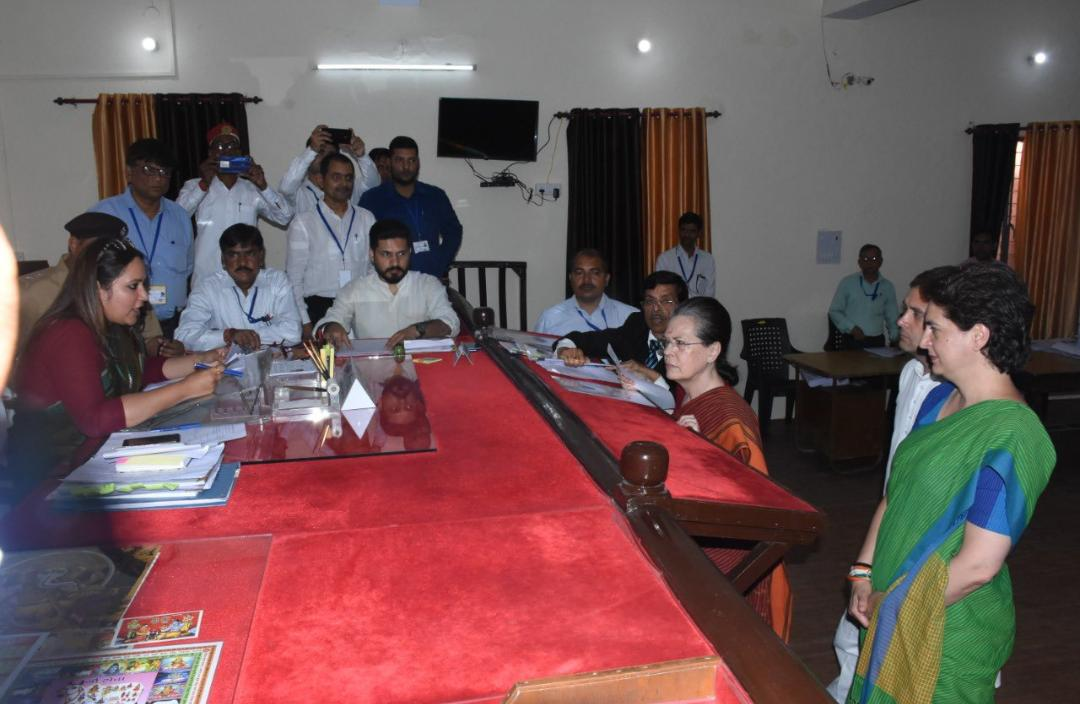 Sonia Gandhi files  nomination from Raebareli