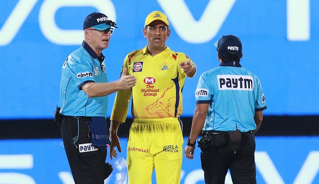 MS Dhoni arguments with umpires