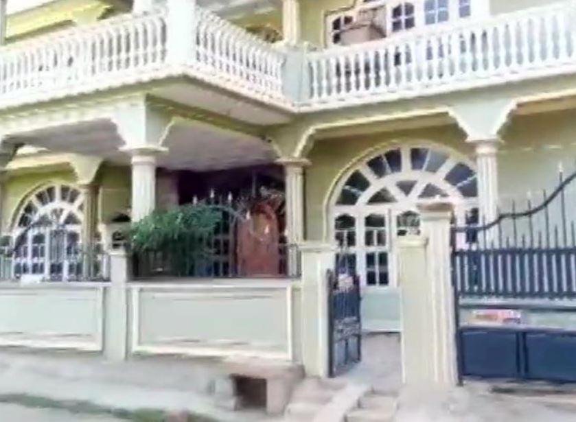I-T officials conducting raids at the residence of Zilla Panchayat President and Janta Dal (Secular) leader Nagarathna Swamy in Maddur