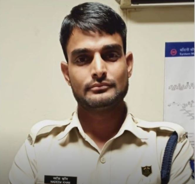 Accused Nadeem Khan posing as CISF personnel
