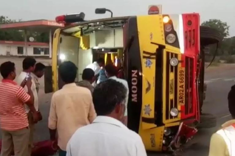 30 injured in bus accident
