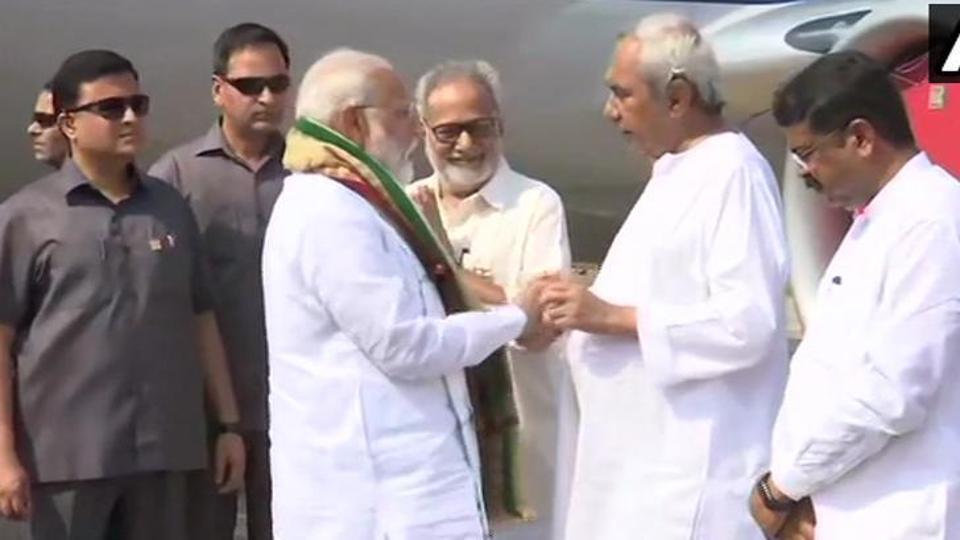 PM Narendra Modi (L) with Odisha CM Naveen Patnaik (R) at Bhubaneswar airport on Monday