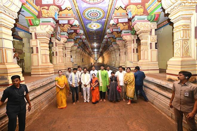 Chief Minister K Chandrashekhar Rao on Friday had darshan of Sri Ramalingeshwara Swamy at Rameshwaram in Tamil Nadu