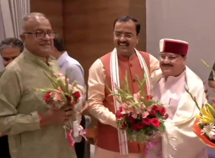BJP Working President JP Nadda being felicitated by party leaders at the party Headquarters