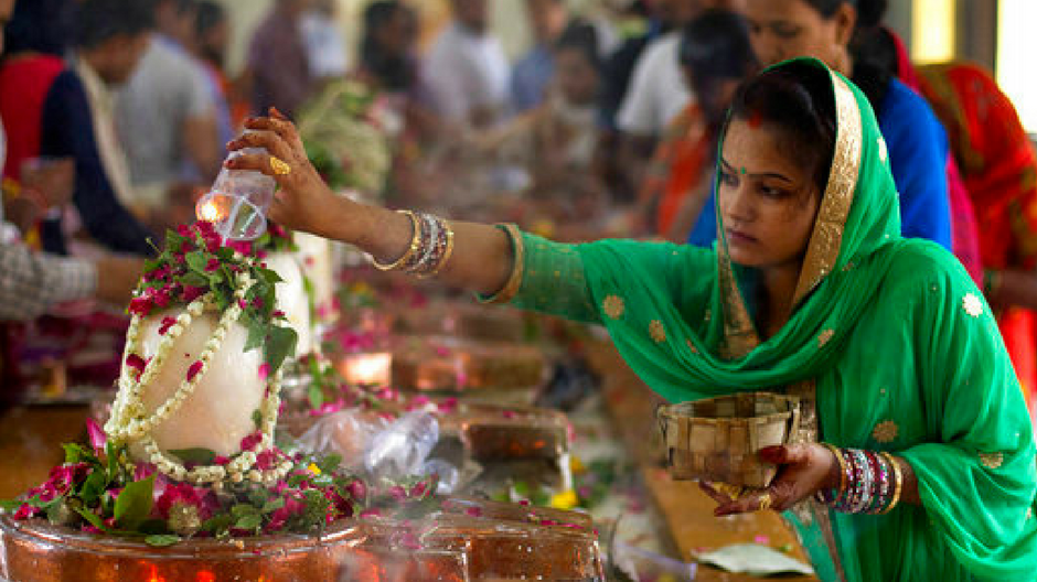 Woman worshiping Lord Shiva
