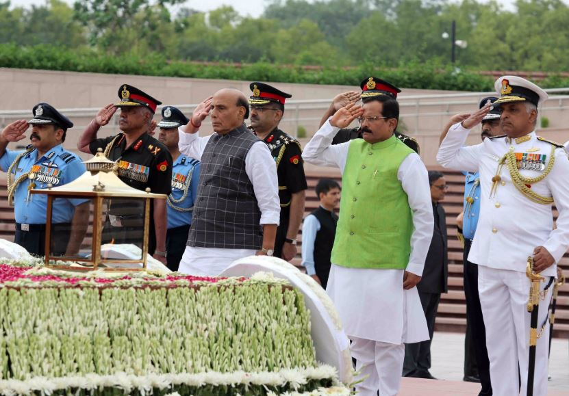 Rajnath Singh pays  tribute