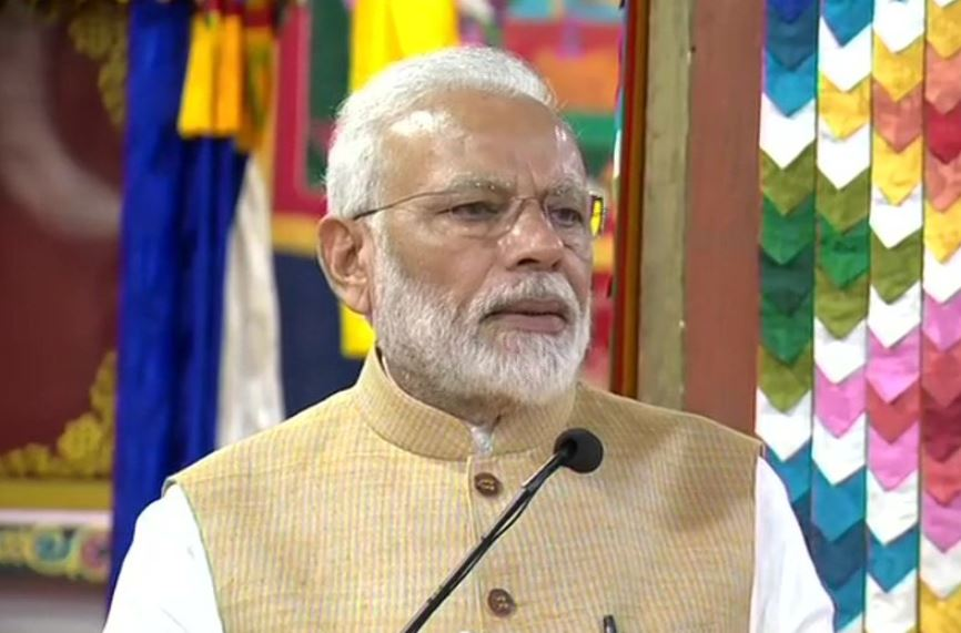 Prime Minister Narendra Modi  addressing students and parliamentarians at the Royal University
